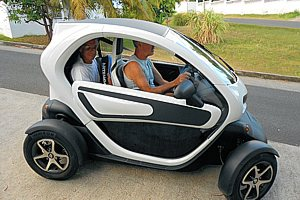 renault twizy 80 en guadeloupe la voiture electrique pour les antilles. Black Bedroom Furniture Sets. Home Design Ideas